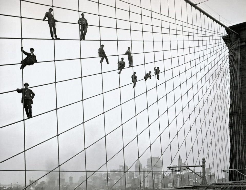 painters-on-the-cables-of-the-brooklyn-bridge-1914.jpg (960×741)