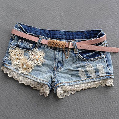 Как украсить джинсовые шорты кружевом.фото