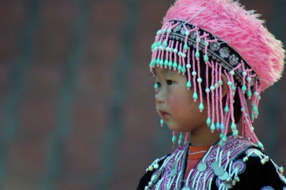 284336-fillette-tribu-montagnarde-hmong-vetue.jpg 924×615 pixels