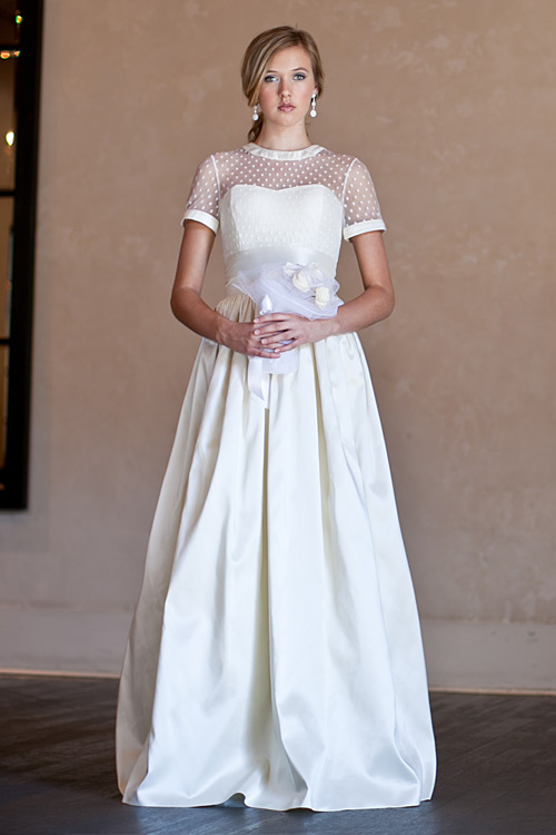 Kendra sj couture lace sleeves princess vintage for Wedding dresses shabby chic