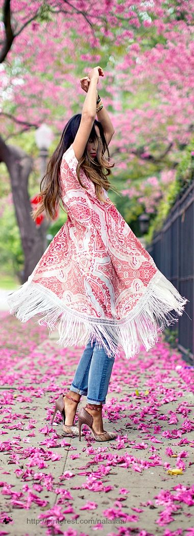 Pretty summer dress over jeans | Inspiration DE