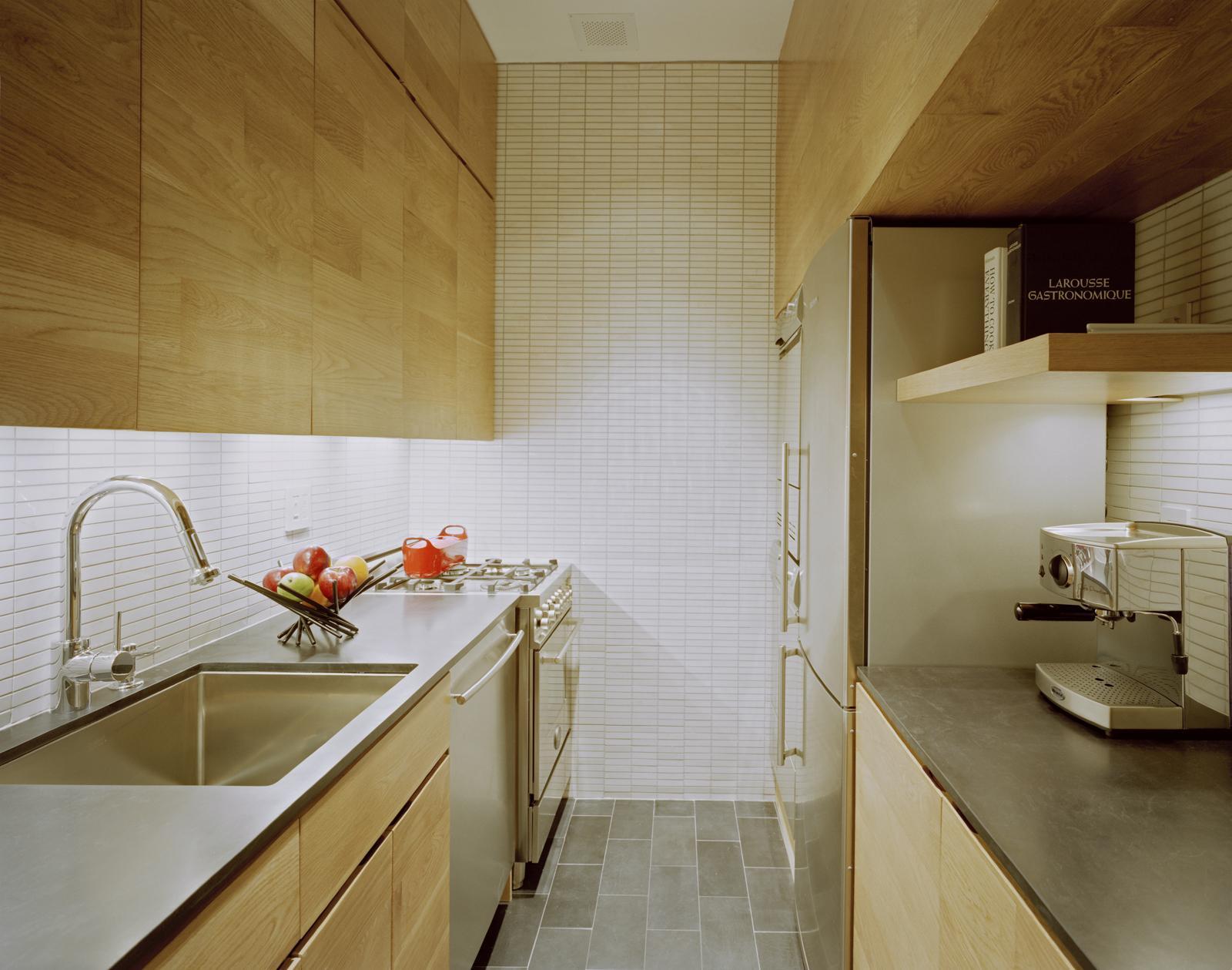 E-Village-Studio-tiny-space-kitchen.jpg (1600×1259)