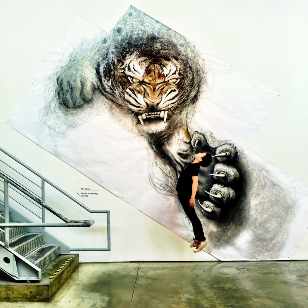 Animal Murals by Fiona Tang Appear to Leap from Gallery Walls | Inspiration DE