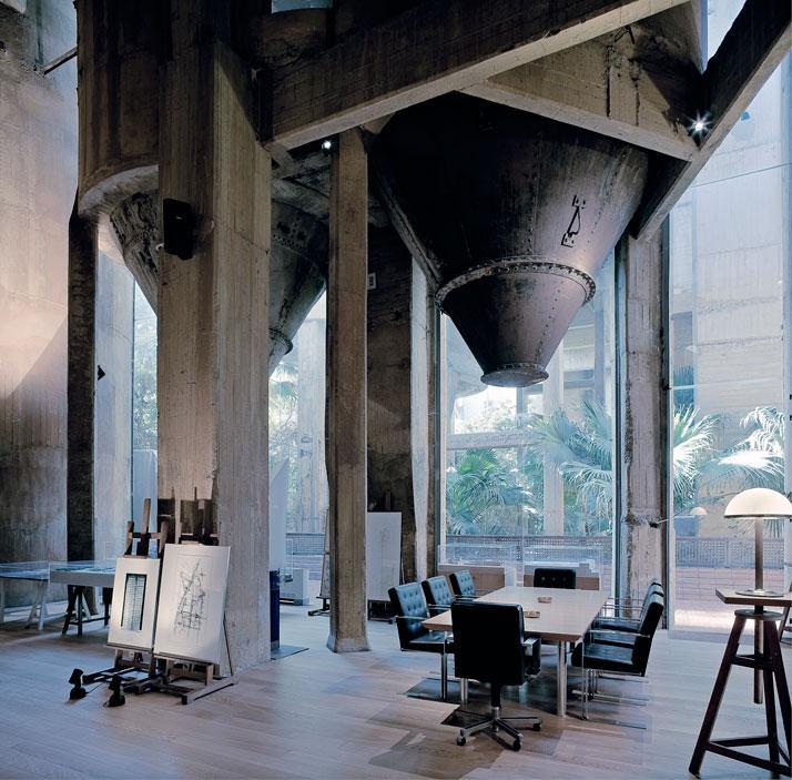 Ricardo-Bofill-cement-factory-yatzer-2.jpg (JPEG Image, 714x703 pixels)