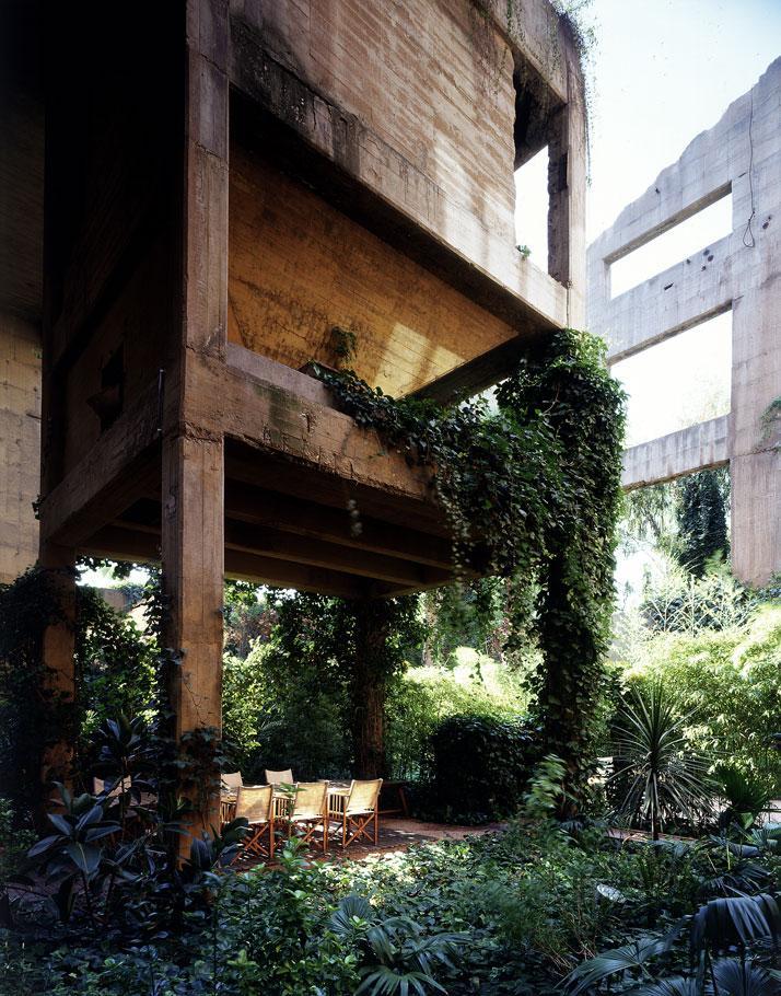Ricardo-Bofill-cement-factory-yatzer-10.jpg (JPEG Image, 714x910 pixels)