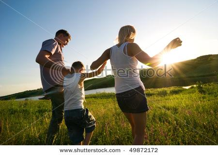 stock-photo-happy-family-outdoors-49872172.jpg (450×319)