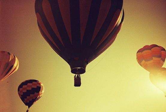 photos. / hot air balloon