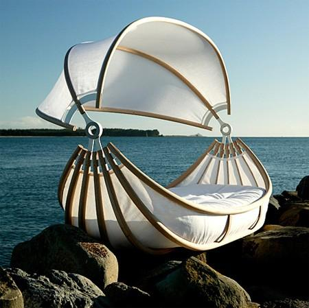 I love beds / an outdoor bed and a sail boat - Welcome to Planetpinkngreen