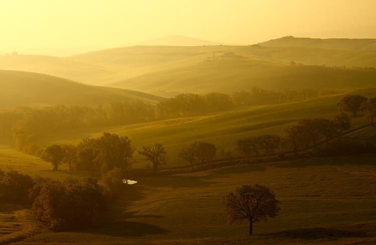 Toskánské údolí zalité sluncem | Fotokrajina.cz