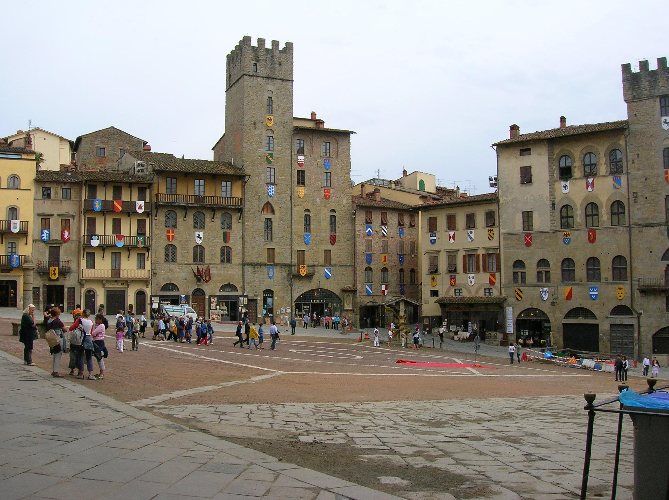 Piazza_Grande_Arezzo.JPG (2288×1712)