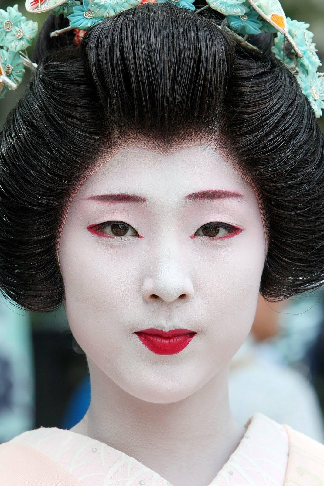 Samantha Lennon Blog of Makeup & Beauty: Geisha Makeup (Halloween Inspiration)