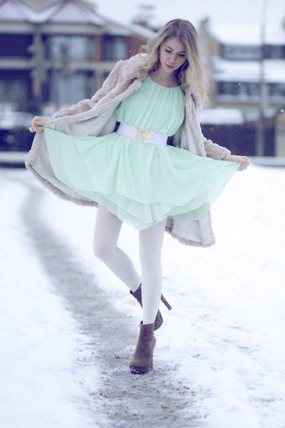 Viena iš pavasario spalv? favori?i? - m?tin?. | Mada ir stilius | Dienos nuotraukos | Ledi.lt