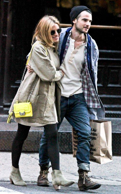 Sienna Miller with Tom Sturridge | Celebrity-gossip.net