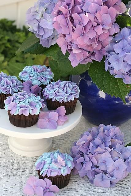 sweets / Glorious Treats: Hydrangea Cupcakes