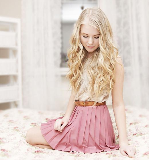 """Skirt //""""WITH MY PINK SKIRT ON"""" by Fanny Lindblad // LOOKBOOK.nu"""