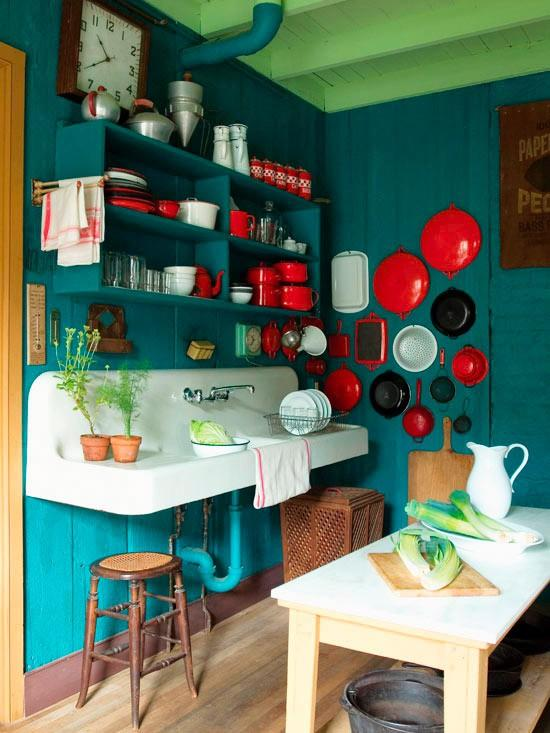 Home inspiration / Lovely enamel ware display