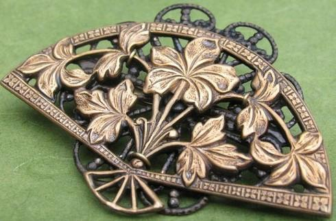 Goin' to the chapel & we're gonna get married! / Lovely oriental fan brooch <3 <3 <3