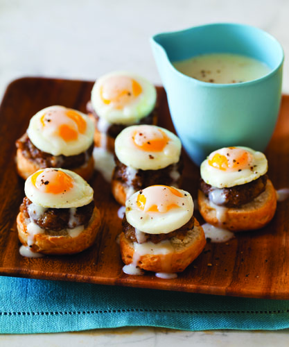Breakfast Recipe Idea: Itty-Bitty Country-Style Eggs Benedict: Glamour.com