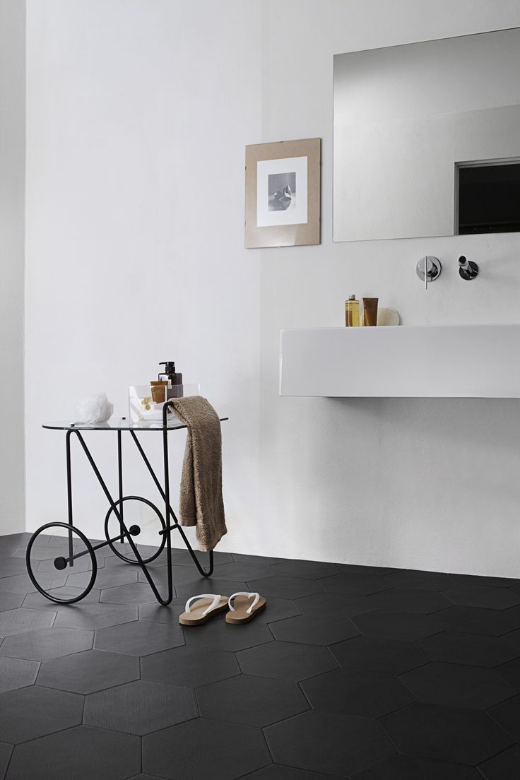 photo matteoimbriani.com So I found some large matte black porcelain tiles and I am thinking I can pull this off for the bathroom floor... | house | Pinterest