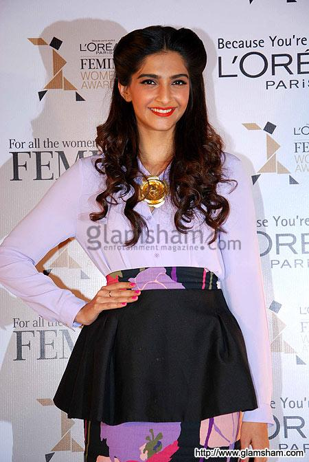 Sonam Kapoor at Sonam Kapoor at the launch of L'Oreal Femina Women Awards 2012' event gallery picture # 1 : glamsham.com