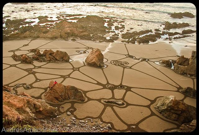 Impermanent Sand Paintings by Andres Amador | Colossal