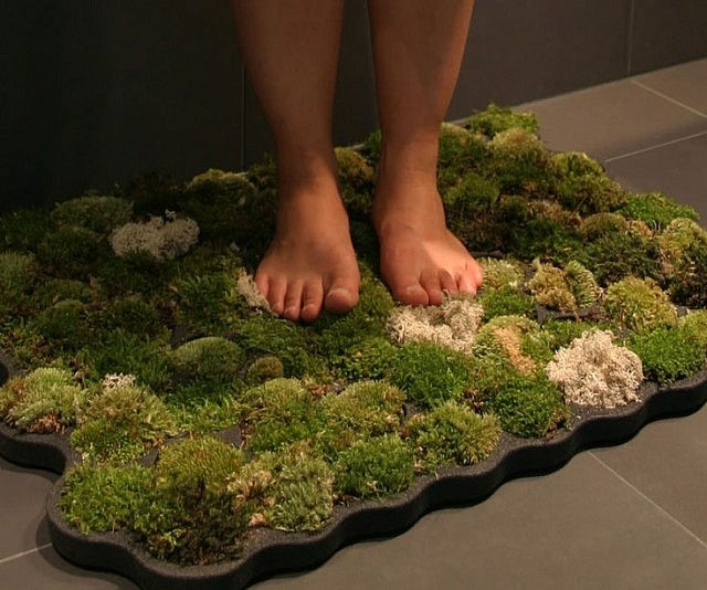 Moss bathroom mat