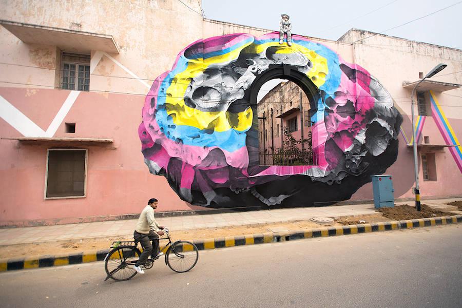 Cosmic Astronauts Street Art in New Delhi – Fubiz Media