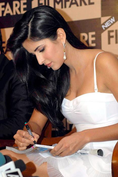 Katrina Kaif in White Short Skirt Promoting FilmFare Magazine 2012 | (Best Blogger Themes )