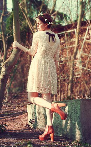 "Primark Flower Hairband, Primark Dress, H&M Bracelet, Boohoo Shoes //""Le songe d'une nuit d'été"" by Anna-Lena Laue // LOOKBOOK.nu"