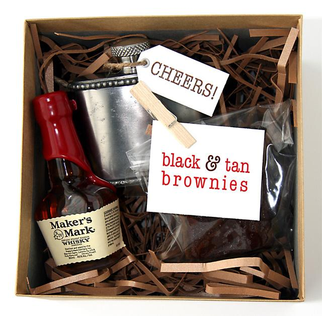For the Guys: DIY Groomsmen Gifts with Black & Tan Brownies | Floridian Weddings