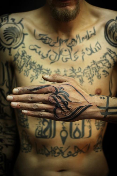 Typeverything.com - tatouages ??calligraphiques par Sadhu. - Typeverything
