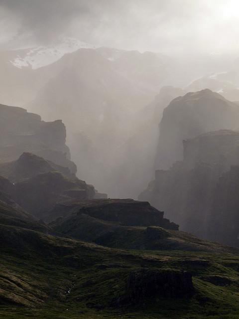 Geological Photography - Fjaðrárgljúfur Canyon | Abduzeedo | Graphic Design Inspiration and Photoshop Tutorials