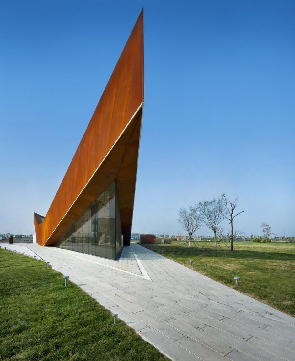 Modern-Glass-Wall-Vanke-Triple-V-Gallery-Concept-by-Ministry-of-Design.jpg 940×1,149 pixels