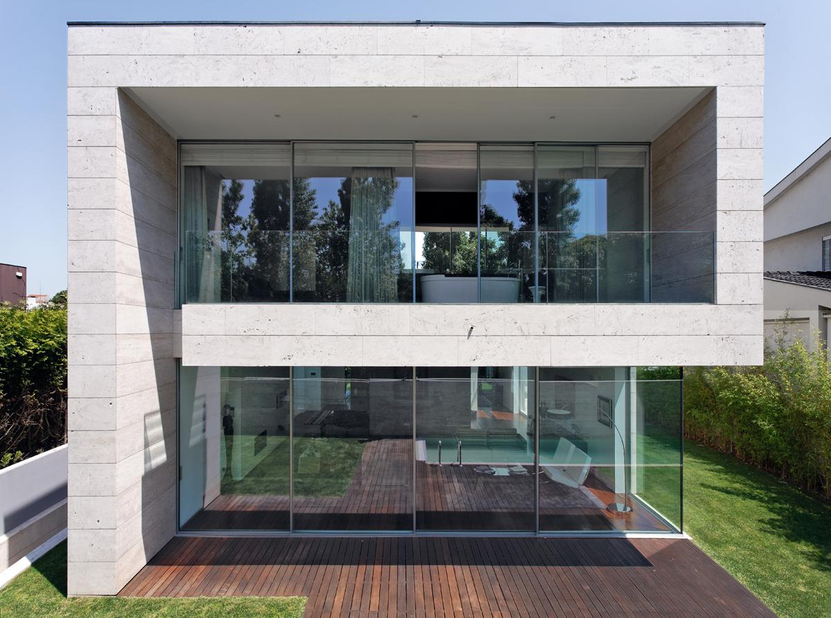 Open-Block-Modern-Glass-Concrete-House.jpg 1,200×893 pixels