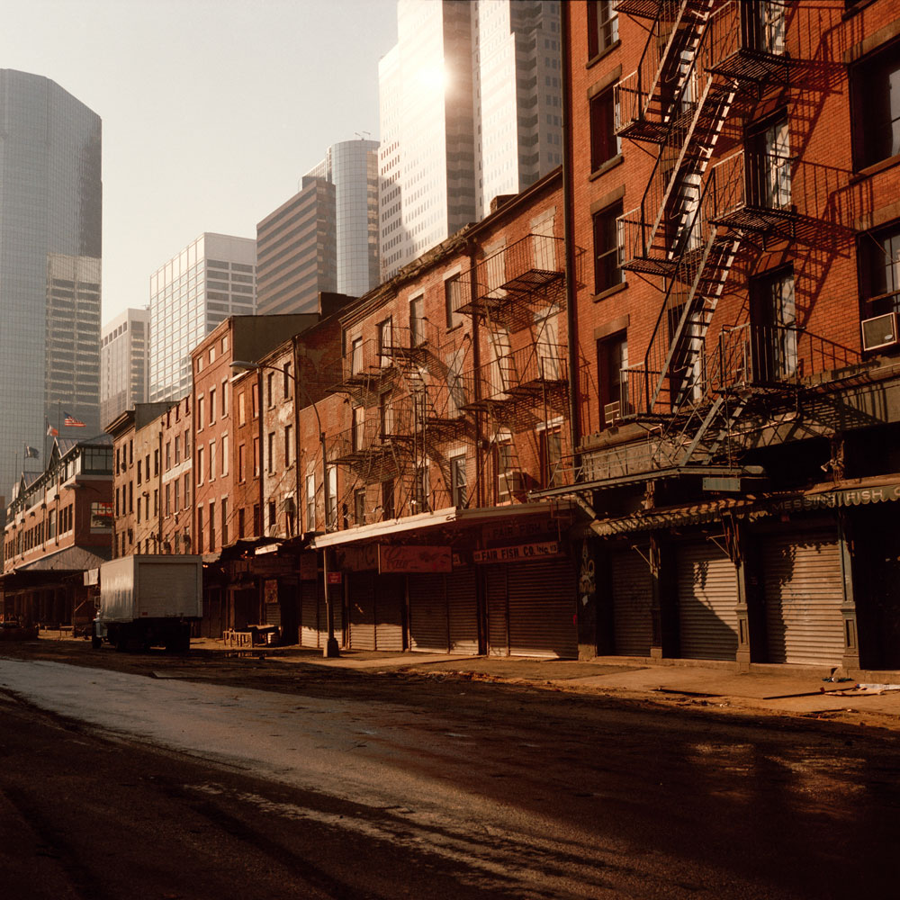 South_Street,_New_York_City_1984.jpg (1000×1000)