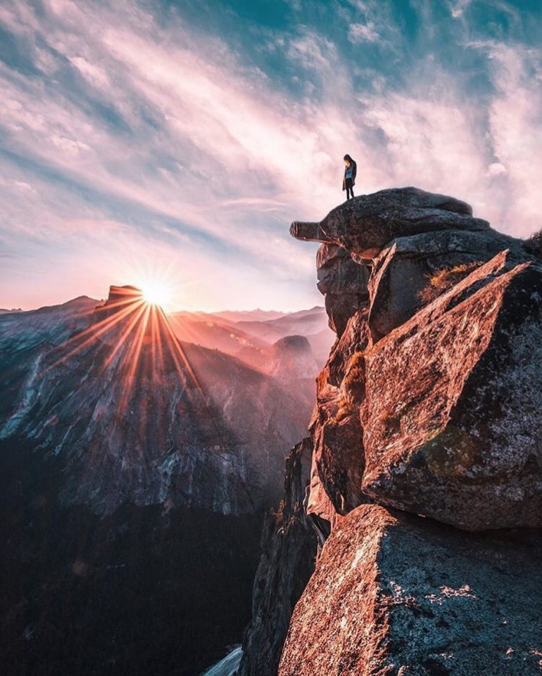 Standing in Awe on Glacier Point – Yosemite National Park on Inspirationde