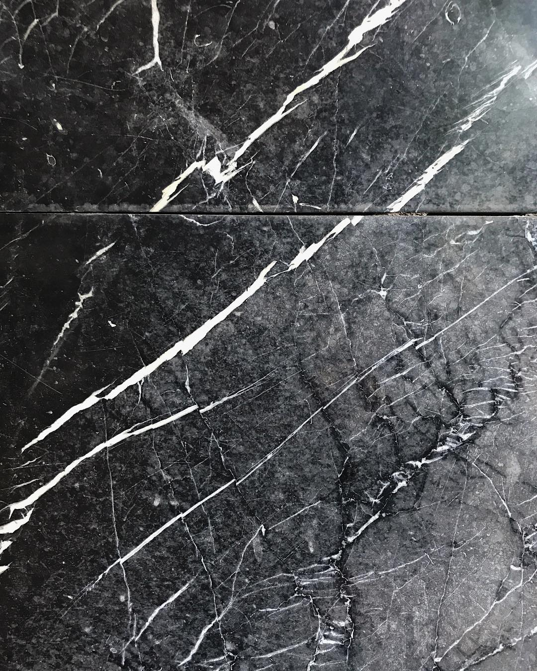 "???? na Instagramie: ""i went outside today and i saw this ???????????? #marble #hamburg #blackandwhite #textureporn"""