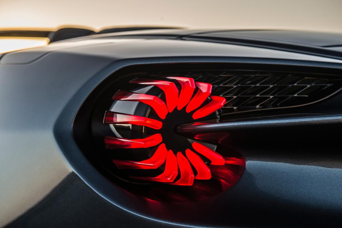 Aston_Martin_Vanquish_Zagato_Speedster_04.jpg (JPEG Image, 1100×733 pixels)