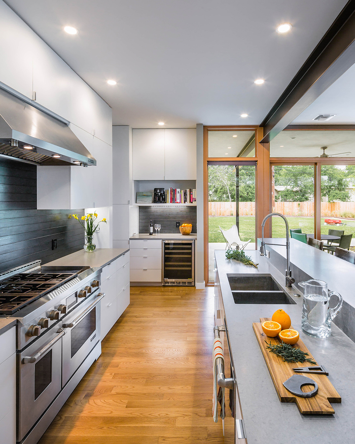 Super Sstylish Kitchen Built on Two Fronts on Inspirationde