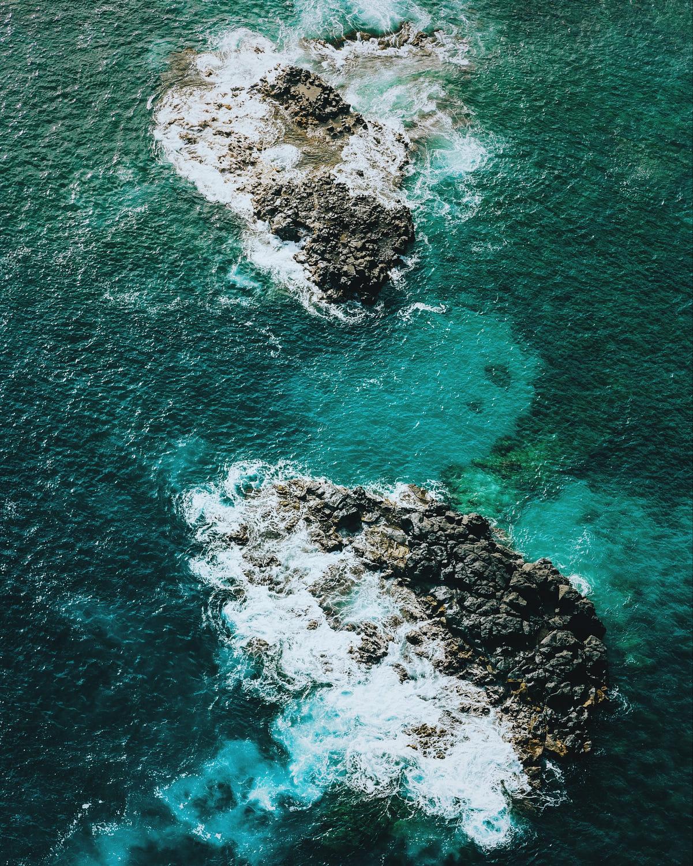 Breaking shore. / 500px