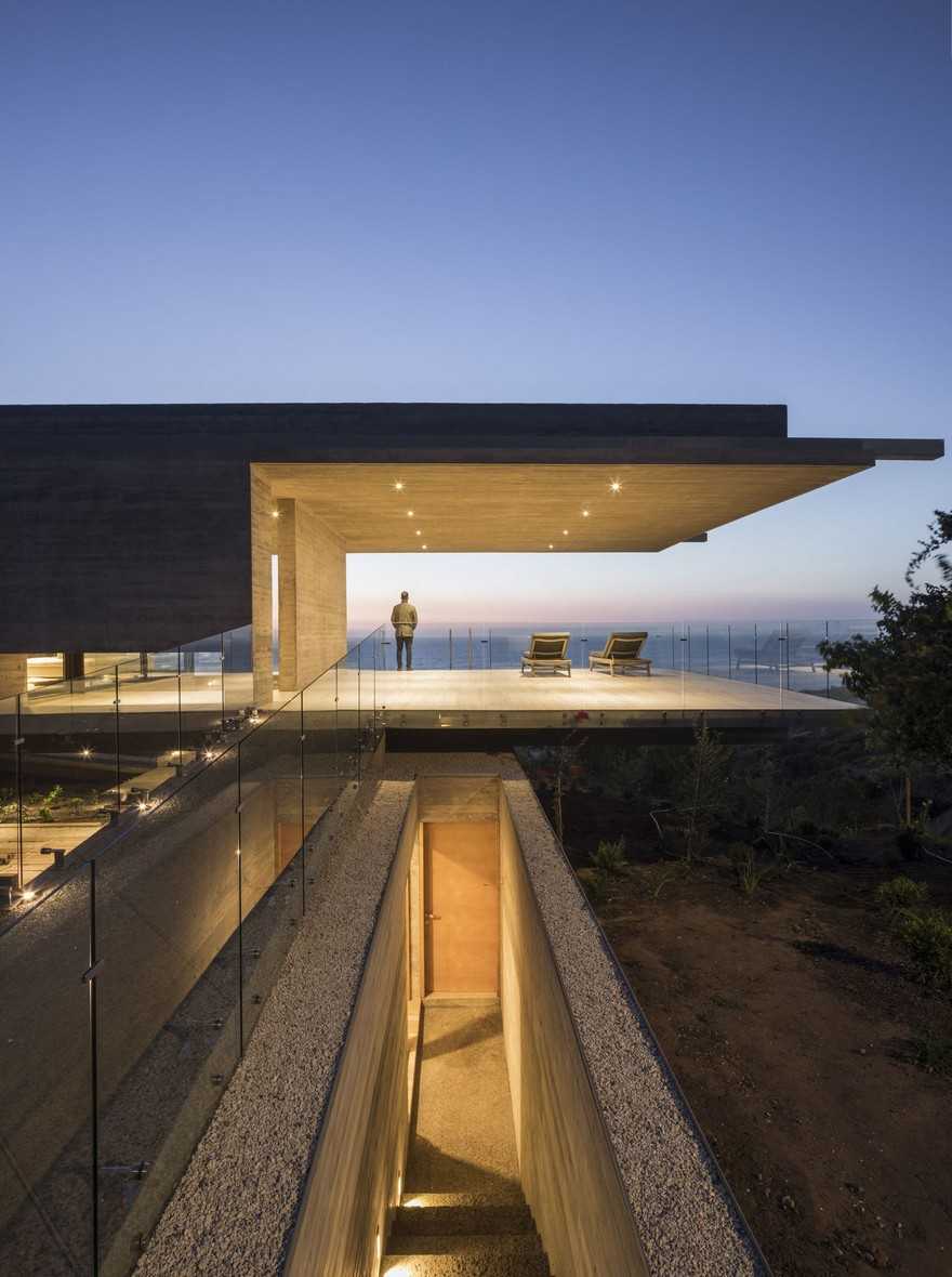 Reinforced Concrete House by Felipe Assadi Arquitectos on Inspirationde