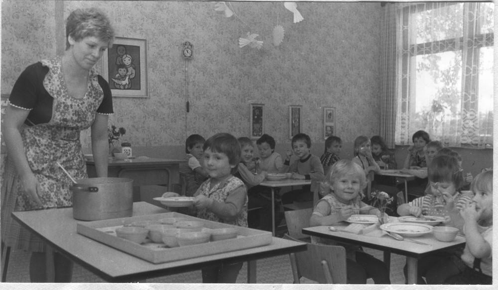 im DDR Dorf-Kindergarten 1984 - Bild & Foto aus - Fotografie (18574451) | fotocommunity