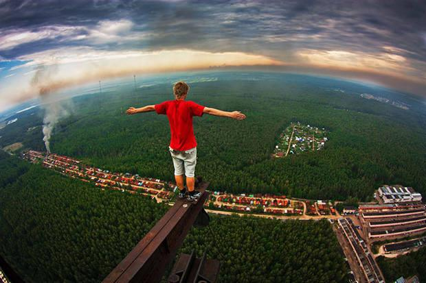 Skywalking: A Dangerous New Photo Fad Popular Among Russian Teens