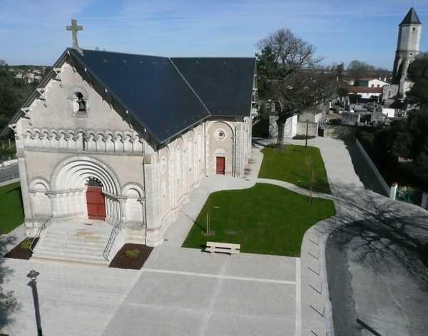 Eglise parvis.jpg (600×471)