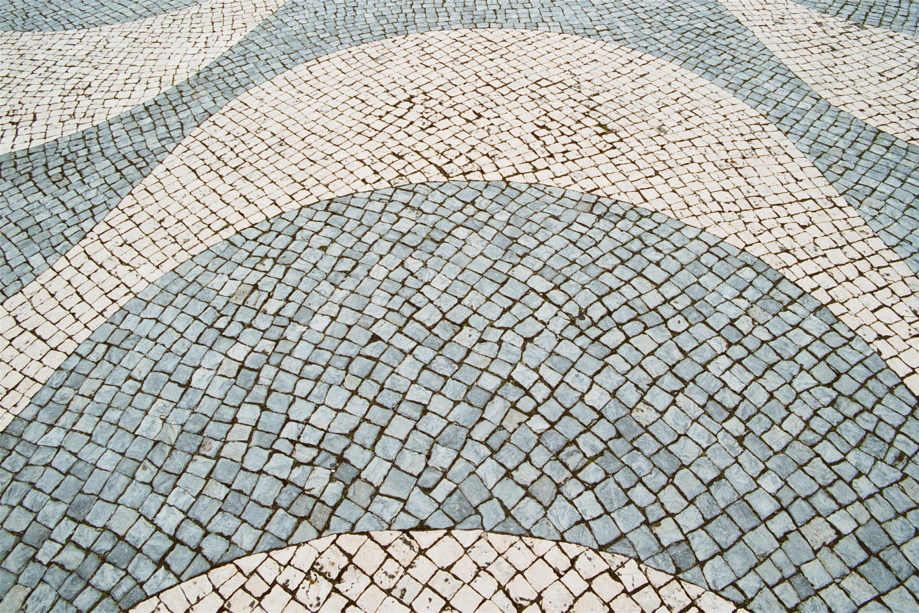 pavement-black-white-wave-shape-around-Padrao-dos-Descobrimentos-Belem-Lisbon-Portugal-1-BG.jpg (3072×2048)