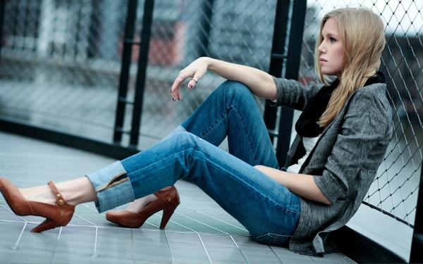 women,blondes blondes women jeans photography fashion celebrity high heels chain link fence denim clothing 1920 – Photography Wallpaper – Free Desktop Wallpaper