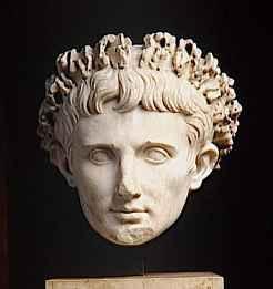 Résultats Google Recherche d'images correspondant à http://www.muzeocollection.com/data/modules/oeuvre/2d/b9/2db9863a79fda890-moyen2-empereur-auguste-27av--14-portrait-idealise-posthume.jpg