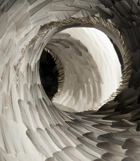 Sculptures de plume Kate MccGwire de | We Heart; Lifestyle & Design Magazine