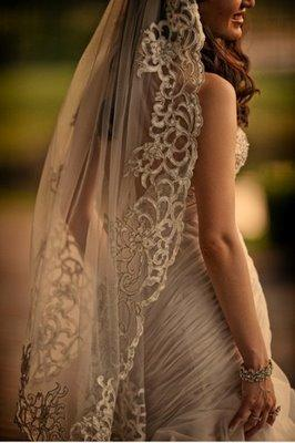 For the White-Gowned Desi Bride: a Mantilla Veil : The Sari-Clad Bride