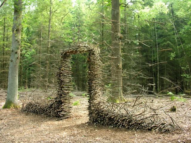 Défiant la gravité du Land Art par Konrads Cornelia | Colossal